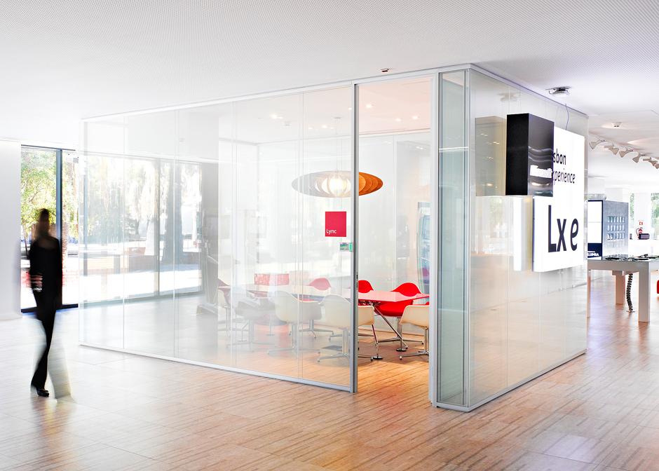 Intelligentes Glas-Büro-aus
